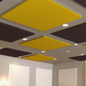 Pannelli fonoassorbenti installati a soffitto