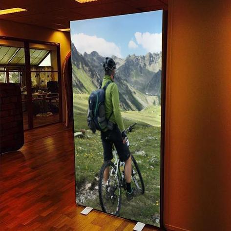 Textile Frame Lux con stampa retroilluminata